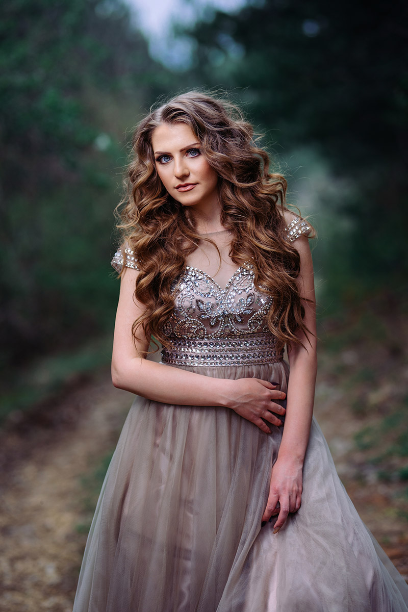 Портрет абитуриентски бал рокля фотосесия
